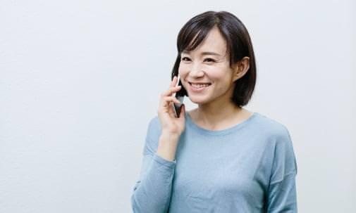 電話をしている女性の写真